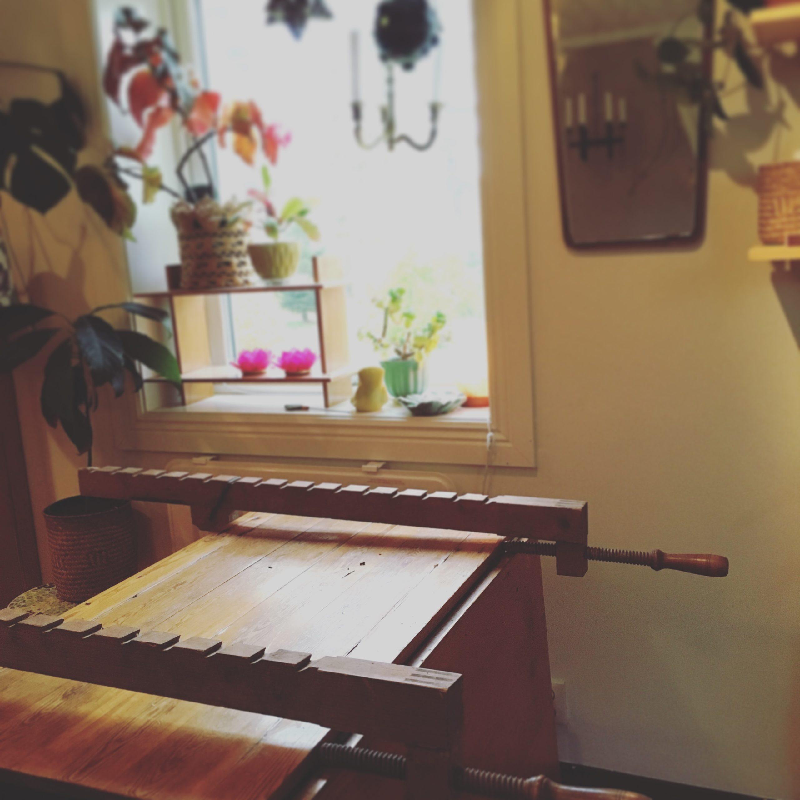 bord som limmas med knektar