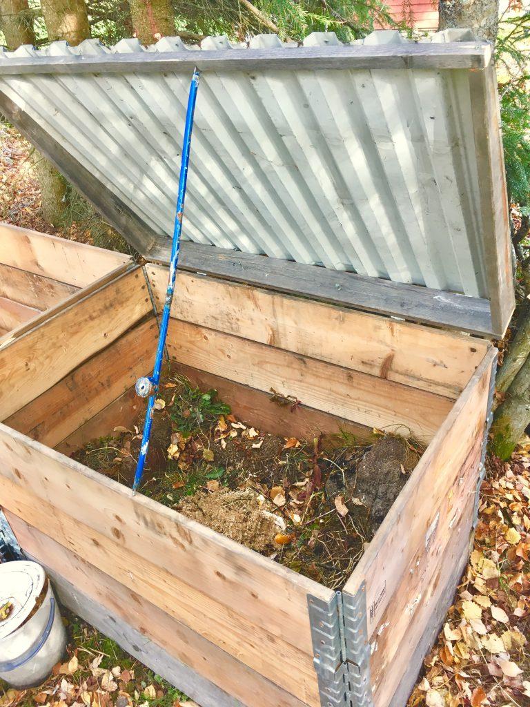 kompost byggd av lastpallar